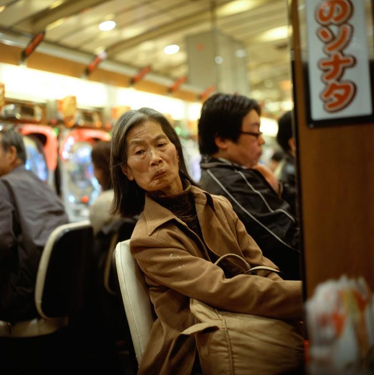 021---Pachinko_palour_Japan-People_Show